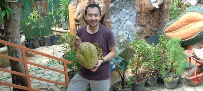 Makan durian bawor pak Sarno mantap