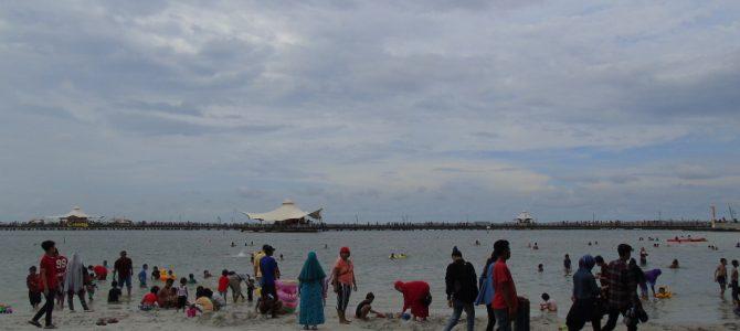 Wisata air pantai Ancol