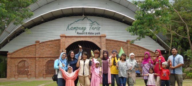 Kumpul bersama teman dan keluarga di Kampung Turis, Karawang