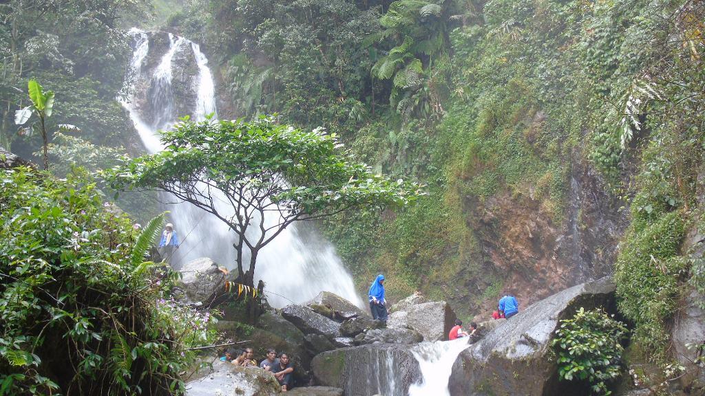 Wisata Pegunungan Curug Ciherang, Sukawangi - lalerijo
