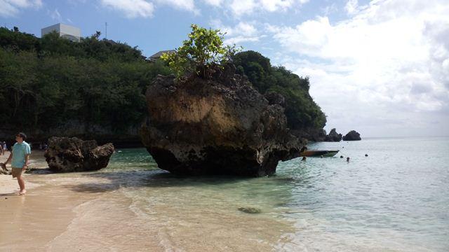 Pantai Padang Padang Bali, Pantai Indah di balik karang