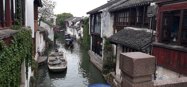 Berwisata di Water Town Zhouzhuang, China